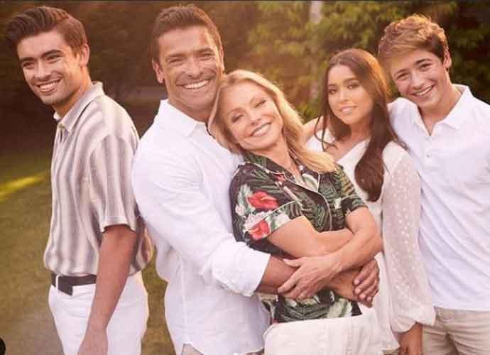 Lola Consuelos Approves Of Family Photo With Mom Kelly Ripa