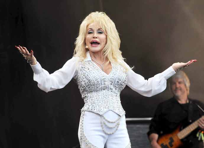 Dolly PartonAsks For Bill To Erect Statue Of Her At Tennessee Capitol Be Dropped