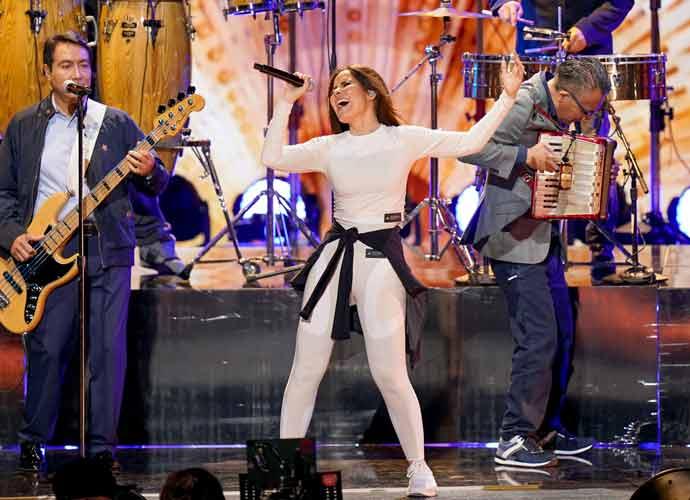 Gloria Trevi Wins Legacy Award At Premio Lo Nuestro A La Música Latina