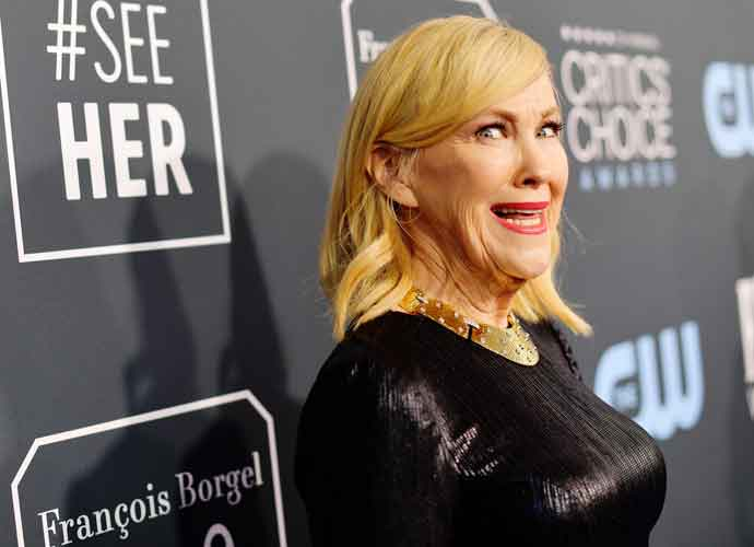 Catherine O'Hara Confuses Audience During Golden Globes Acceptance Speech As Husband Bo Welch Plays With Phone