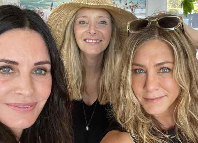 'Friends' Stars Courteney Cox, Jennifer Aniston & Lisa Kudrow Hold Reunion On July 4th