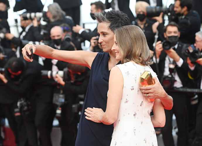 Jodie Foster Walks Cannes Red Carpet With Wife Alexandra Hedison