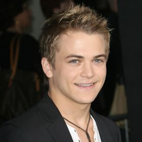 Hunter Hayes Wins Best New Artist At CMAs