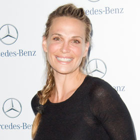 Molly Sims Announces Pregnancy Via Fortune Cookie