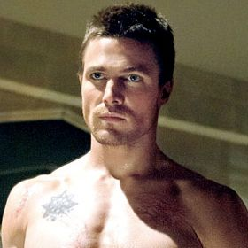 PHOTOS: Arrow's Stephen Amell Works Out Before Shirtless Scenes
