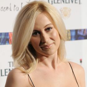 VIDEO: Kellie Pickler Shaves Head In Support Of Cancer-Fighting Friend