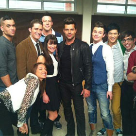 PHOTO: Ricky Martin Tweets From 'Glee' Set