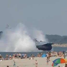 Russian Hovercraft Lands In The Middle Of Beach-Goers In Kaliningrad [VIDEO]