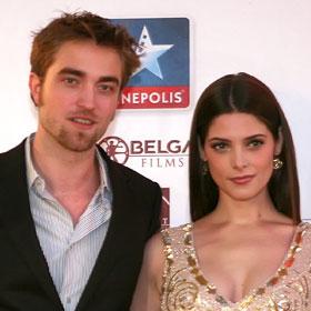 SPOILERS: 'Breaking Dawn' On Red Carpet