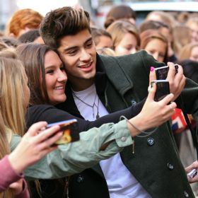 One Direction's Zayn Malik Chats Up Fans