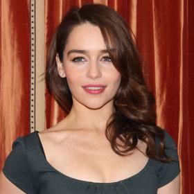 Emilia Clarke taking a bath on broadway stage - YouTube