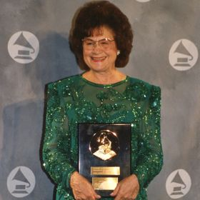 Country Music Pioneer Kitty Wells Dies At 92