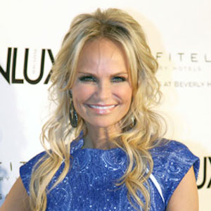 Kristin Chenoweth Tweets She's 'Unable To Move,' Reveals Neck Trouble