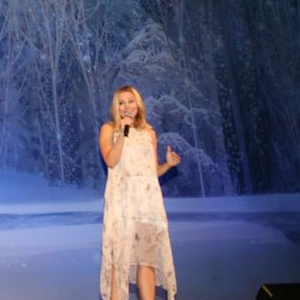 Kristen Bell Surprises Audience At 'Frozen' Sing-Along Screening