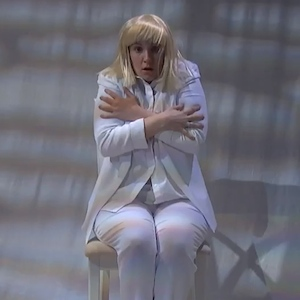 Lena Dunham Performs Interpretive Dance During Sia Performance On 'Late Night With Seth Meyers'