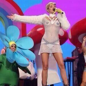 Miley Cyrus Dons Pasties At iHeartRadio Music Fest, Twerks [PHOTOS]