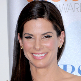 Sandra Bullock Returns – With A Big Kiss
