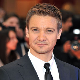 RECAP: Jeremy Renner Sings And Jokes On 'Saturday Night Live'