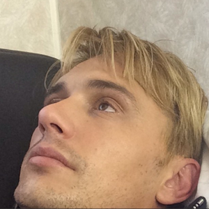 James Franco Debuts Blond Hair For Role As 'Ex-Gay' Activist Michael Glatze, Poses With Costar Zachary Quinto