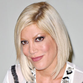 Pregnant Tori Spelling And Kids Involved In Car Crash