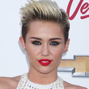 Miley Cyrus AMA 'Wrecking Ball™' Performance Stars Lip-Syncing Cat