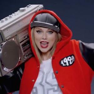 Transylanvia University Fraternity Lip-Syncs Taylor Swift's 'œShake It Off'