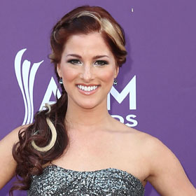 Cassadee Pope Performs 'Wasting All These Tears' On 'The Voice' [VIDEO]