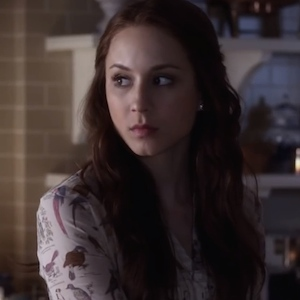'Pretty Little Liars' Recap: Spencer Suspects Her Father Killed Mrs. DiLaurentis, Aria Is Haunted By Guilt
