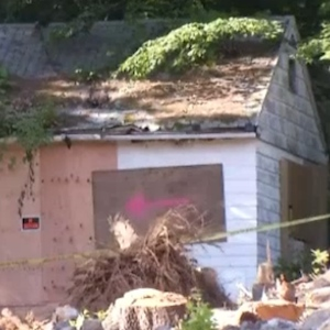 Hoarder Beverly Mitchell Dies After Home Collapses