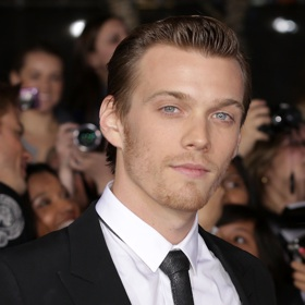 Jake Abel, 'The Host' Star, Engaged To Allie Wood