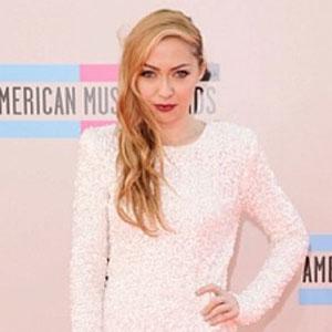 Brandi Cyrus, Miley Cyrus' Older Sister, Wows At AMA Red Carpet
