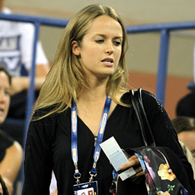Kim Sears Watches Boyfriend Andy Murray Defeat Michael Llodra At US Open