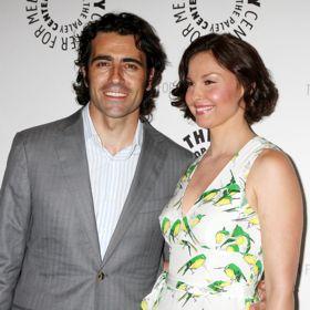 Ashley Judd's Husband Dario Franchitti Wins Indy 500, Remembers Dan Wheldon