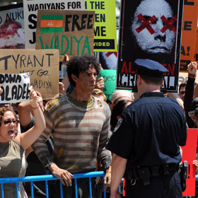 SPOILERS: Sacha Baron Cohen Stages Protest For 'The Dictator'
