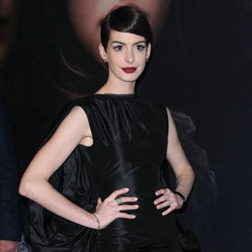 Anne Hathaway's Look Leads To Wardrobe Malfunction At 'Les Miserables' Premiere