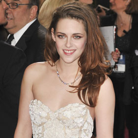 Kristen Stewart's Crutches And Bruised Arm On Oscar Red Carpet Raises Questions