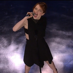 Emma Stone Beats Jimmy Fallon In Epic Lip Sync Battle [VIDEO]