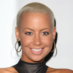 VIDEO: Amber Rose And Wiz Khalifa Announce Baby News On VMA Red Carpet