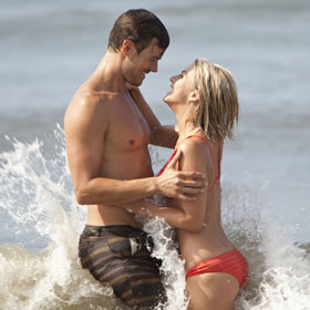 'Safe Haven' Movie Review: A Win For The Hopeless Romantics